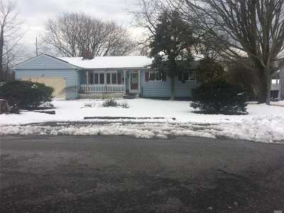East Islip Single Family Home For Sale: 152 Jefferson St