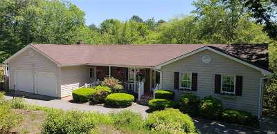 Westhampton Single Family Home For Sale: 18 Beaver Ln