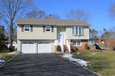 Bohemia Single Family Home For Sale: 33 Hauser St