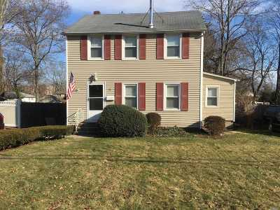 Smithtown Single Family Home For Sale: 29 Mayflower Ave