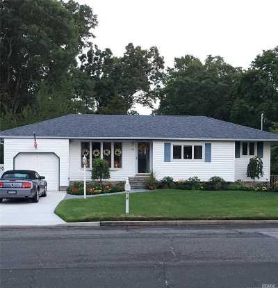Selden Single Family Home For Sale: 38 Henry Ave