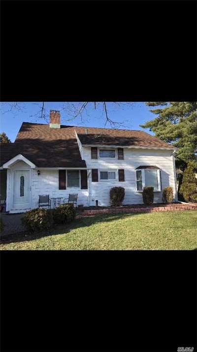 Hicksville Single Family Home For Sale: 15 Blueberry Ln