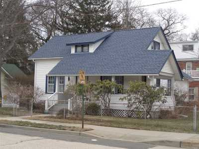 Lynbrook Single Family Home For Sale: 2 Buckingham Pl