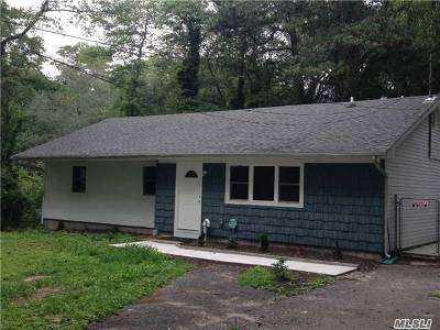 Patchogue Single Family Home For Sale: 76 Mott St