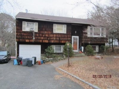Hauppauge Single Family Home For Sale: 85 Serene Pl