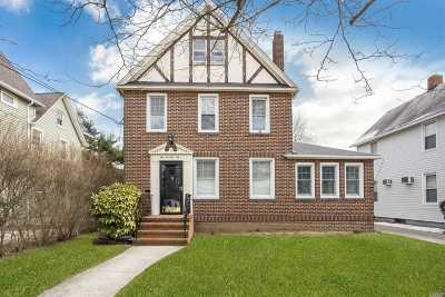 Lynbrook Single Family Home For Sale: 276 Denton Ave