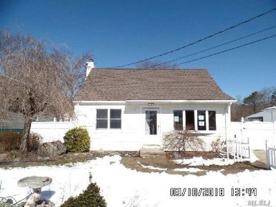 Ronkonkoma Single Family Home For Sale: 717 Johnson Ave