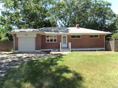 Selden Single Family Home For Sale: 64 Paula Blvd