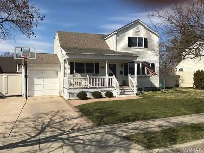 Hicksville Single Family Home For Sale: 24 Hicks Cir