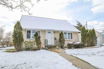 Hicksville Single Family Home For Sale: 39 Ketcham Ave