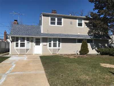 Levittown Single Family Home For Sale: 274 Elm Dr