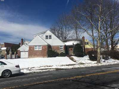 Queens County Single Family Home For Sale: 26-20 Bayside Ln