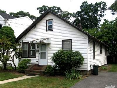 Merrick Single Family Home For Sale: 1874 Commonwealth Ave