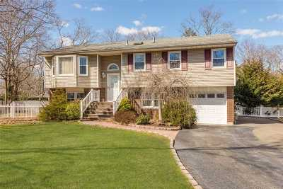 East Islip Single Family Home For Sale: 14 Somerset Ave