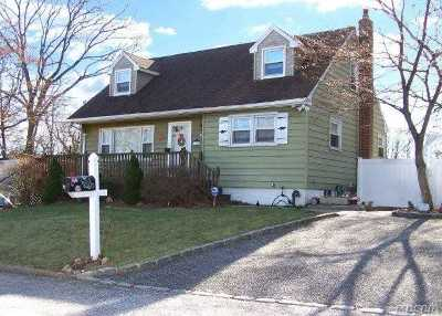 Sound Beach Single Family Home For Sale: 24 Glenwood Rd