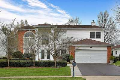 Commack Single Family Home For Sale: 167 Country Club Dr