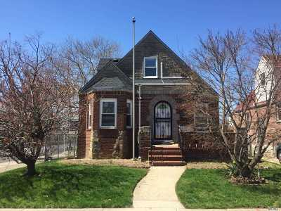 Fresh Meadows Single Family Home For Sale: 58-50 192nd St