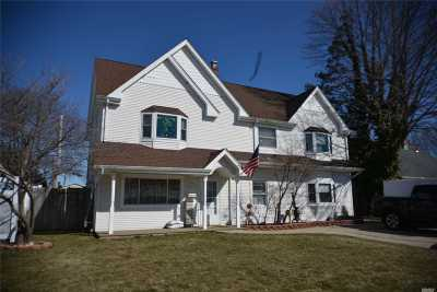 Levittown Single Family Home For Sale: 47 Rolling Ln