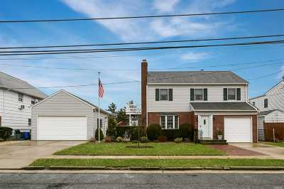Freeport Single Family Home For Sale: 27 W 3rd St