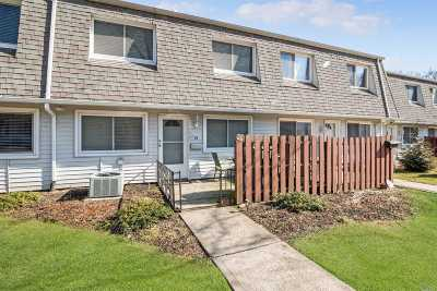 Holtsville Condo/Townhouse For Sale: 24 Storm Dr