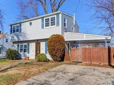Levittown Single Family Home For Sale: 3203 N. Jerusalem Rd