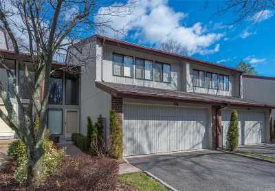 Jericho Condo/Townhouse For Sale: 104 Foxwood Dr
