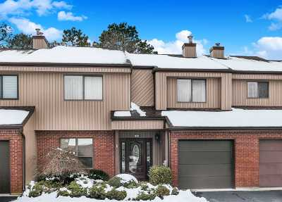 Holbrook Condo/Townhouse For Sale: 20 Timber Ridge Dr