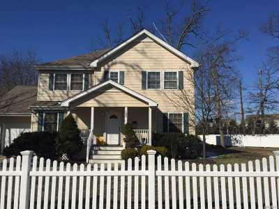 Farmingdale, Hicksville, Levittown, Massapequa, Massapequa Park, N. Massapequa, Plainview, Syosset, Westbury Single Family Home For Sale: 102 Clocks Blvd