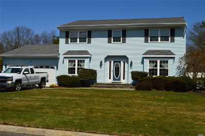 Farmingville Single Family Home For Sale: 5 Warren Ct