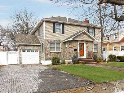 Oceanside Single Family Home For Sale: 477 Waukena Ave