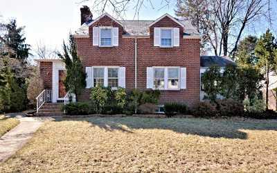 Rockville Centre Single Family Home For Sale: 60 Salem Rd