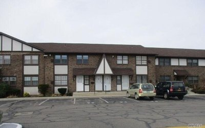 Copiague Condo/Townhouse For Sale: 437 Mariners Way