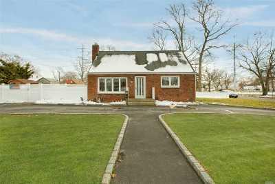 Lake Ronkonkoma Single Family Home For Sale: 5 Richard Ave