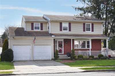 Rockville Centre Single Family Home For Sale: 100 Dorchester Rd