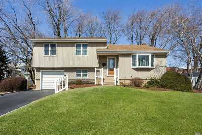 Hicksville Single Family Home For Sale: 3 Chatham Ct