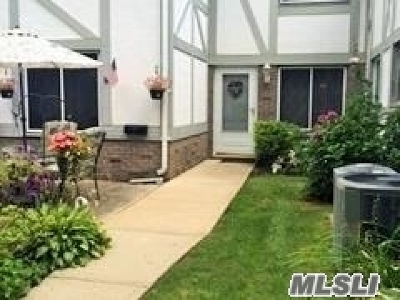 Medford Condo/Townhouse For Sale: 444 Birchwood Rd