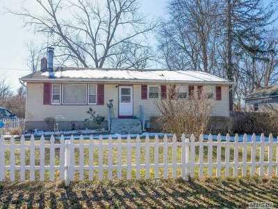 Deer Park Single Family Home For Sale: 308 Nicolls Rd