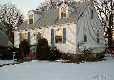 East Meadow Single Family Home For Sale: 2431 Oxford St