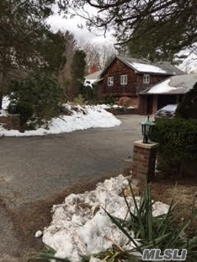 Dix Hills Single Family Home For Sale: 1 Robin Rd