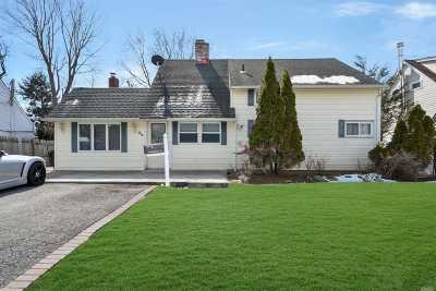 Hicksville Single Family Home For Sale: 32 Ballad Ln