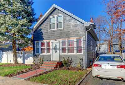 Hicksville Single Family Home For Sale: 89 Raymond St