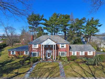 Rockville Centre Single Family Home For Sale: 12 Midfarm Rd