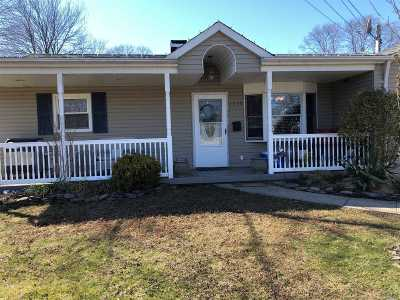 Bay Shore Single Family Home For Sale: 1030 Fire Island Ave