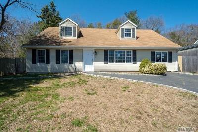 Farmingville Single Family Home For Sale: 158 Rosemont Ave