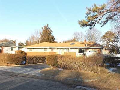 Bohemia Single Family Home For Sale: 1657 Feureisen Ave
