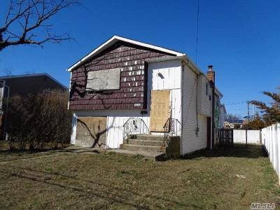 Copiague Single Family Home For Sale: 298 28th St