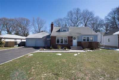 Huntington Single Family Home For Sale: 222 Soundview Rd