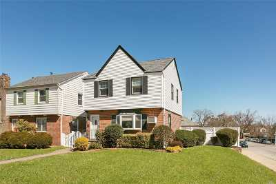 Bayside Single Family Home For Sale: 56-55 Bell Blvd