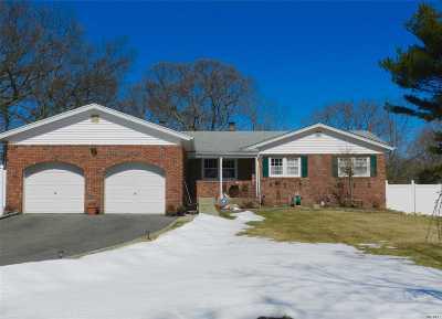 Selden Single Family Home For Sale: 39 Manhasset Ave