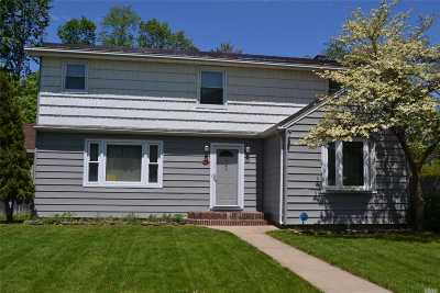Bohemia Single Family Home For Sale: 945 Benedict St